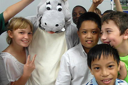 students with SAM mascot